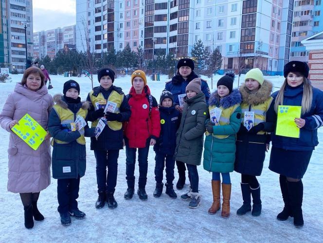 В Татарстане сотрудники ГИБДД совместно с представители ЮИД провели ликбез для водителей и пешеходов