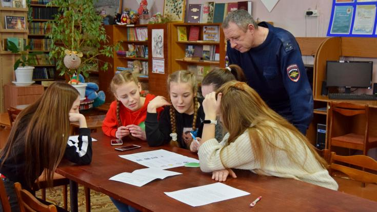 В Ивановской области сотрудники ГИБДД провели квест-игру «Мы за жизнь по правилам»