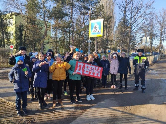 В Ленинском районе дети вместе с Госавтоинспекторами провели акцию «Достучаться до сердец»