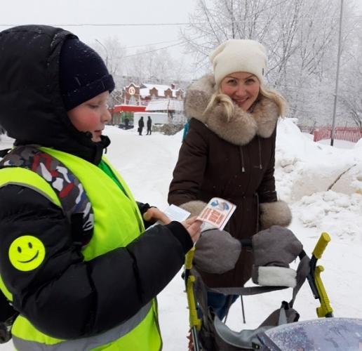 В Ухте пешеходам и водителям напомнили о Правилах дорожного движения