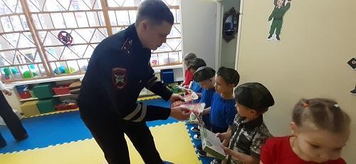 В детском саду № 47 г. Сыктывкара при участии сотрудников ГИБДД прошло мероприятие «Буду Родине служить»