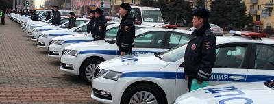 В Брянске состоялось торжественное вручение новых служебных автомобилей инспекторам ДПС