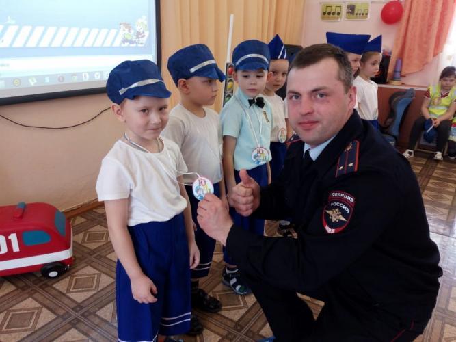Томские Госавтоинспекторы приняли участие в торжественной церемонии вступления в отряд юных инспекторов движения