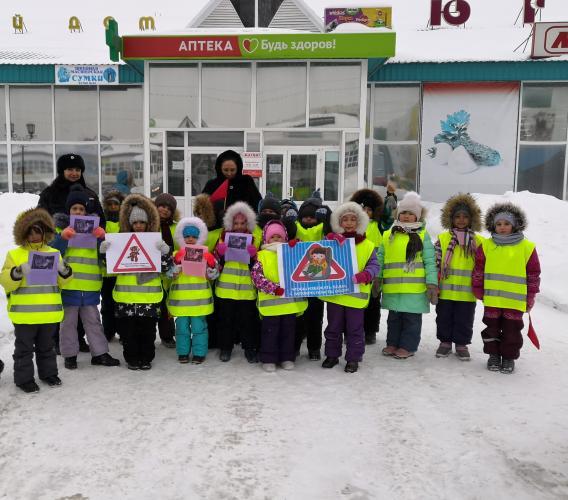 Общественность Югры напомнила водителям из отдаленных поселков округа о правилах безопасной перевозки детей