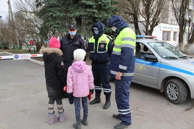 Сотрудники Госавтоинспекции Вологодского района патрулируют во дворовых территориях и жилых зонах