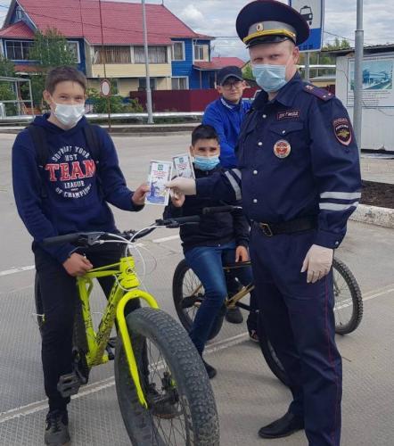 Сотрудники Госавтоинспекции Красноселькупского района проводят профилактические беседы с юными велосипедистами
