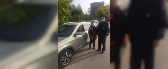 В Дорогобуже дорожные полицейские вместе с юными инспекторами движения средней школы №2 провели акцию «Сбавь скорость! Сохрани жизнь!»