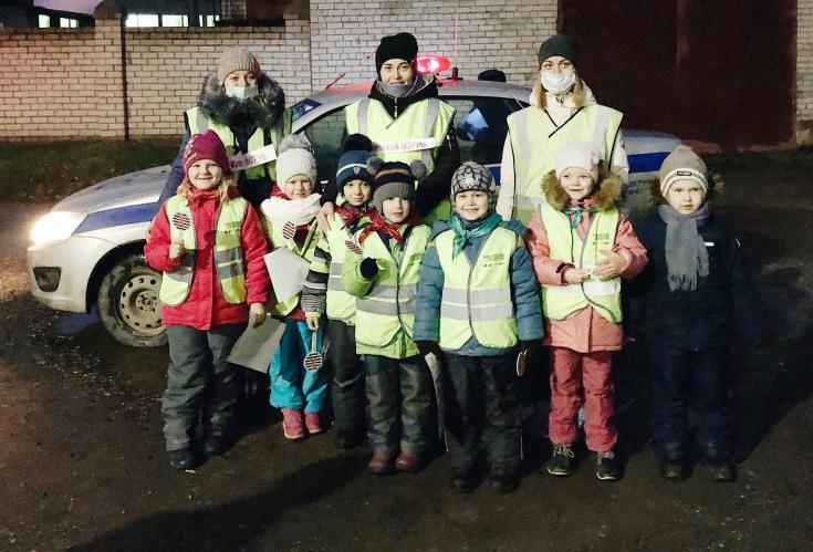 В Новгородской области «Материнский патруль» выступил за безопасность юных участников движения