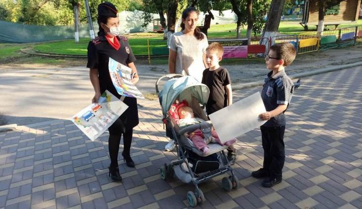 Полицейские Кабардино-Балкарии провели профилактические беседы в местах отдыха с родителями и их детьми